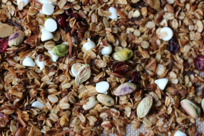 homemade-holiday-granola